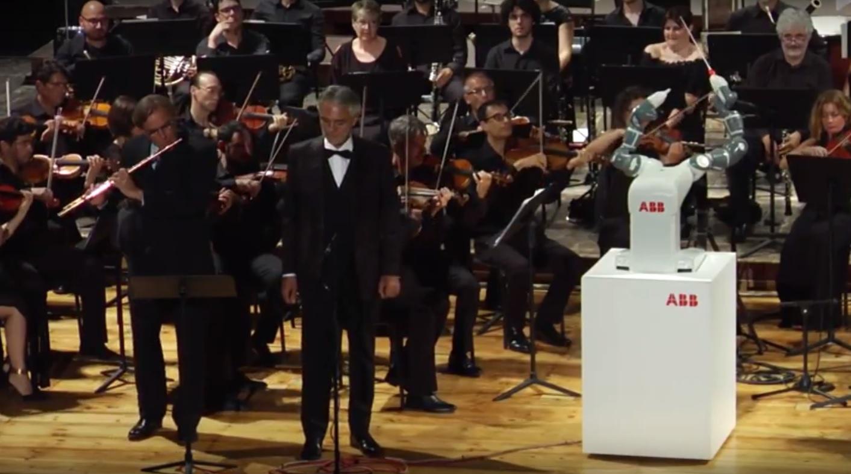 Andrea Bocelli e il Robot Yumi - la Donna è mobile